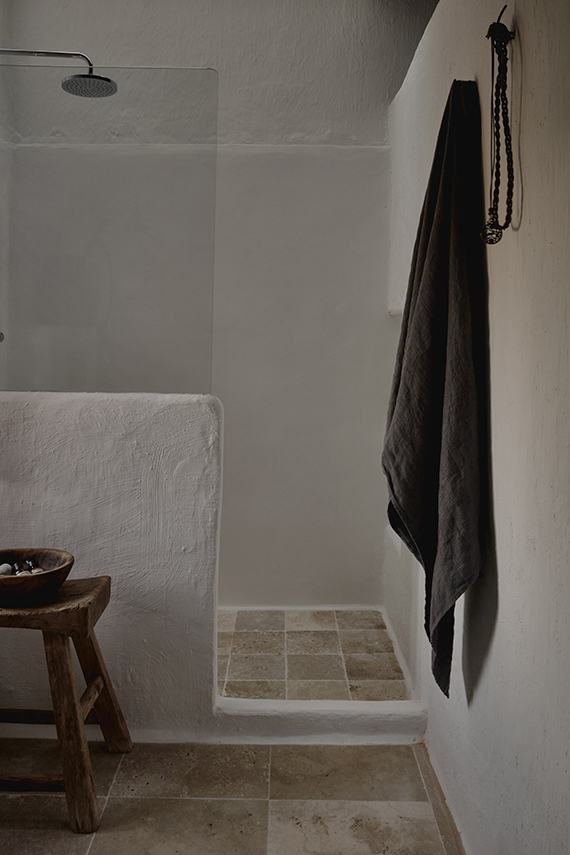 A small rustic bathroom in Ibiza, design by Annabell Kutucu