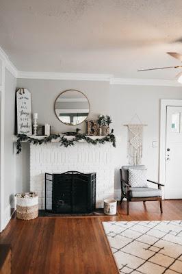 Nowoczesny biały dywan w salonie