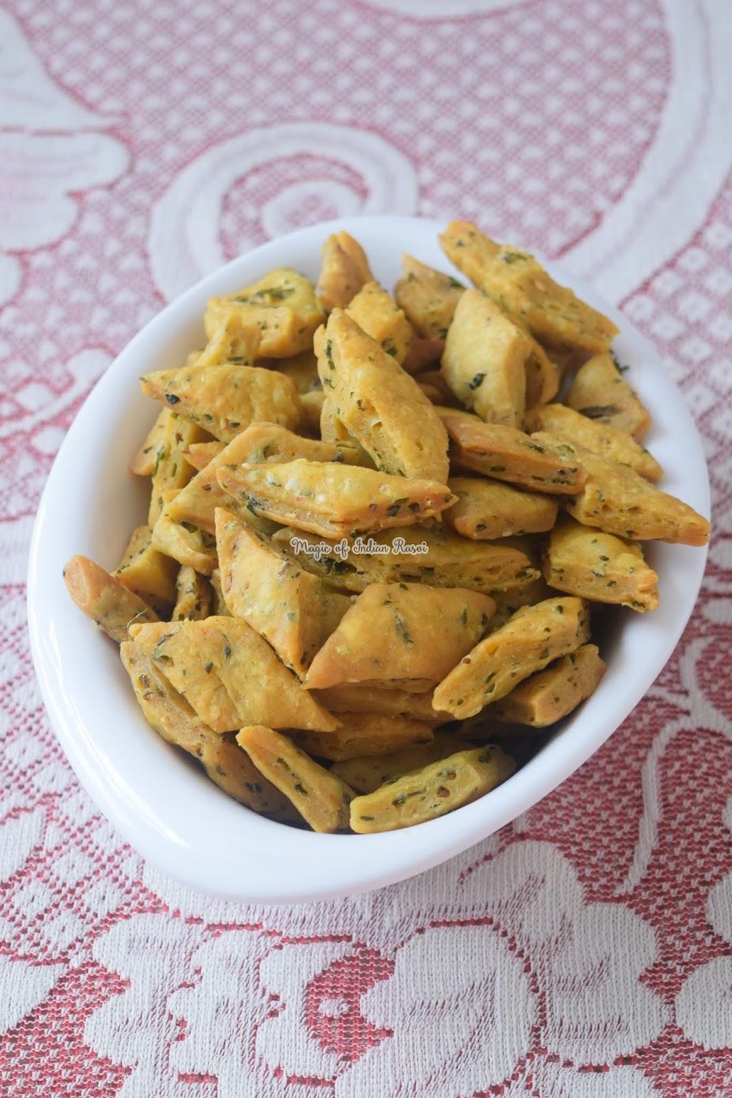 Masala Palak Mathri Recipe 4