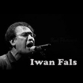 gambar Iwan Fals nyanyi-2