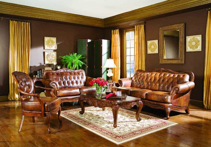 Traditional Leather Living Room Furniture Clic Design Ideas With Antique Table Lamp And Mirror Best Vintage