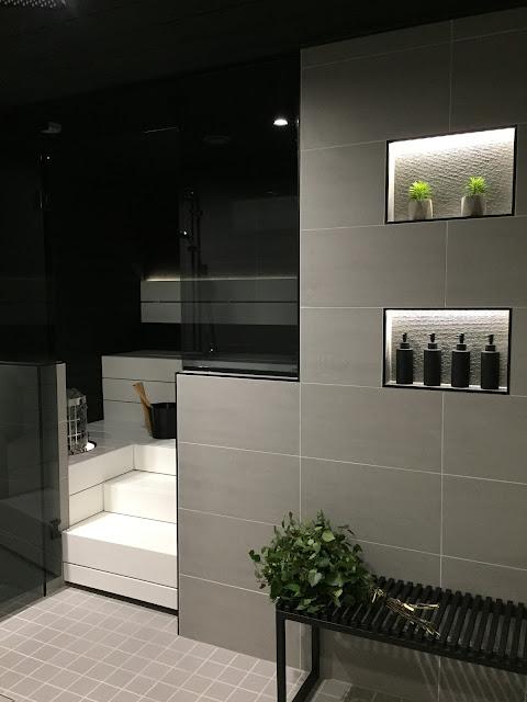 harmaa pesuhuone, valkoiset lauteet, mustavalkoinen sauna, harvia cilindro, siparila