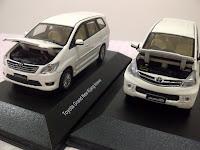 miniatur mobil innova avanza diecast auto2000 dealer replika pajangan mainan