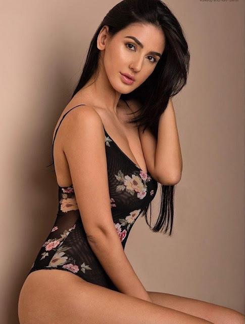 Farah Karimaee hot photo