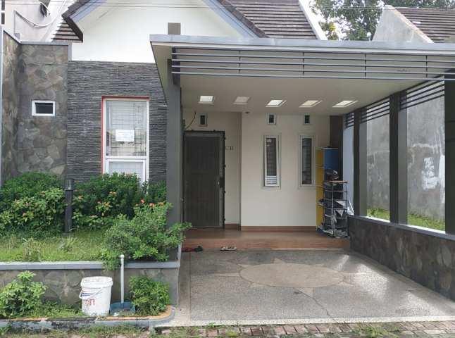tampak depan rumah minimalis batu alam