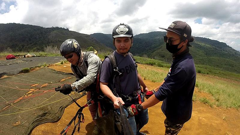persediaan paragliding di Ranau Sabah