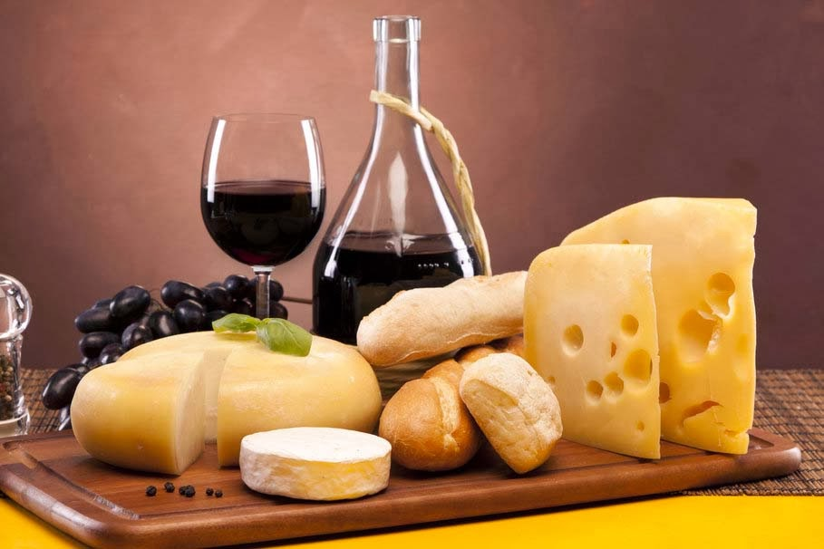 wine-red-wine-glass-cheese-camembert-white-bread-grapes
