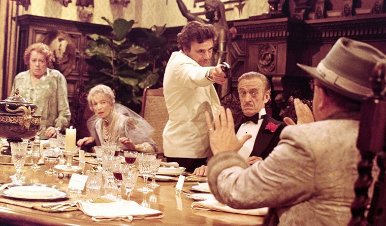 Elsa Lanchester, Estelle Winwood, Peter Falk, David Niven und Truman Capote in EINE LEICHE ZUM DESSERT (1976). Quelle: Columbia Pictures