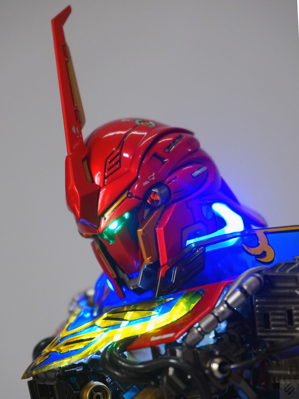 Custom Build: 1/48 MSN-06S Sinanju Head Bust Display
