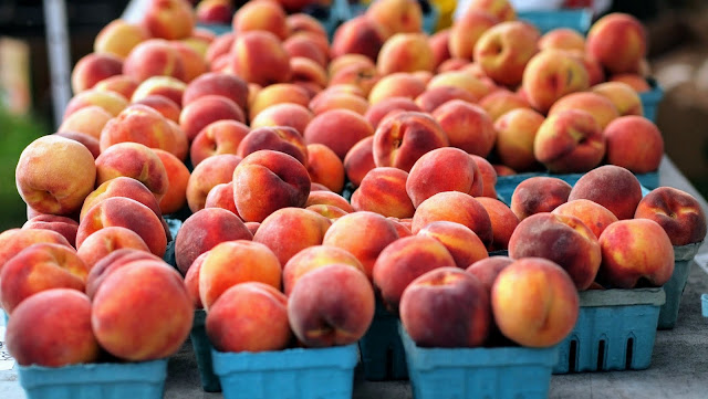 Peaches at the Elmwood Village Farmers Market