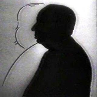 Imagen de la serie: Alfred Hitchcock Presenta o la Hora de Alfred Hitchcock (1955). La imagen muestra al cineasta avanzando hacia una silueta de su rostro y torso de perfil dibujada sobre fondo blanco
