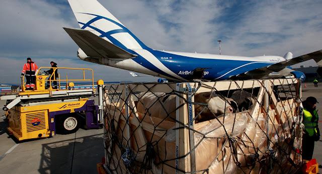 ايران تقوم بإرسال شحنة مواد غذائية إلى قطر