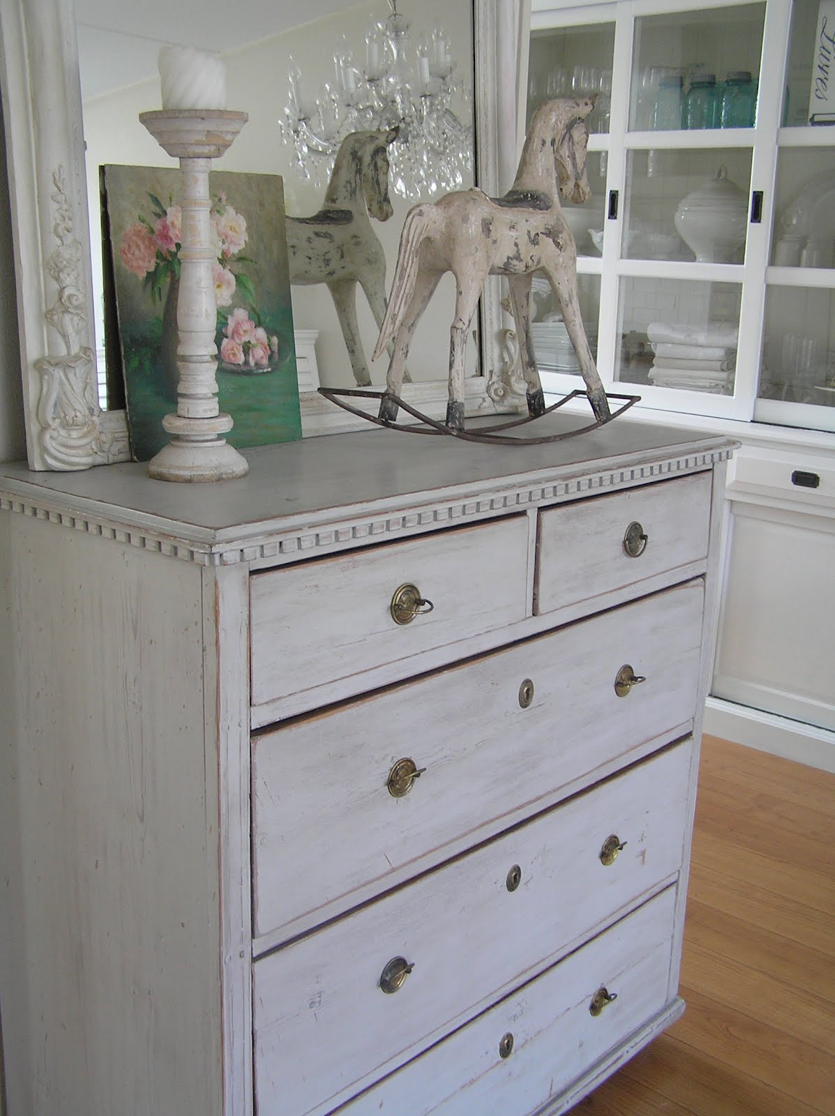 Pastels And Whites Zweedse Kast En Winkel Juule Swedish