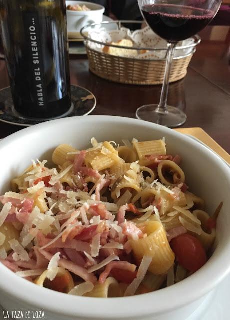 plato-con-pasta-con-salsa-de-alcachofas