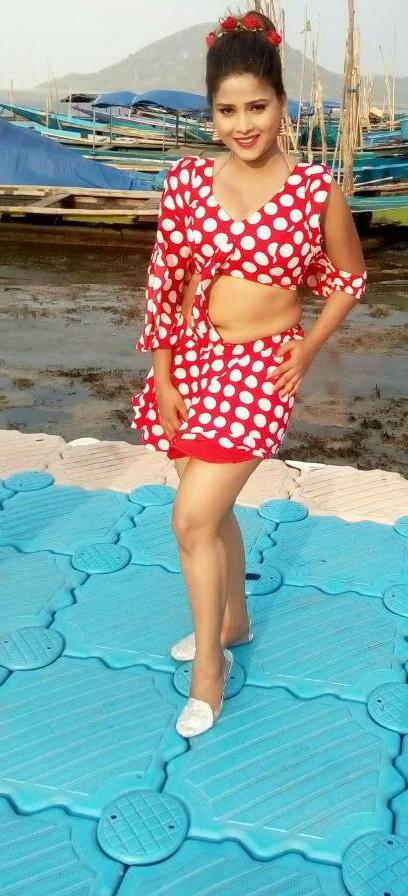 View Bhojpuri Actress Eenu Shree Hot Bikini Bra Topless Photos