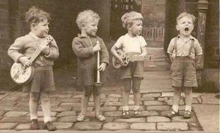 http://formacionterramater.es/cantar-nutre-el-cerebro-de-los-ninos-la-voz-el-primer-instrumento-musical/