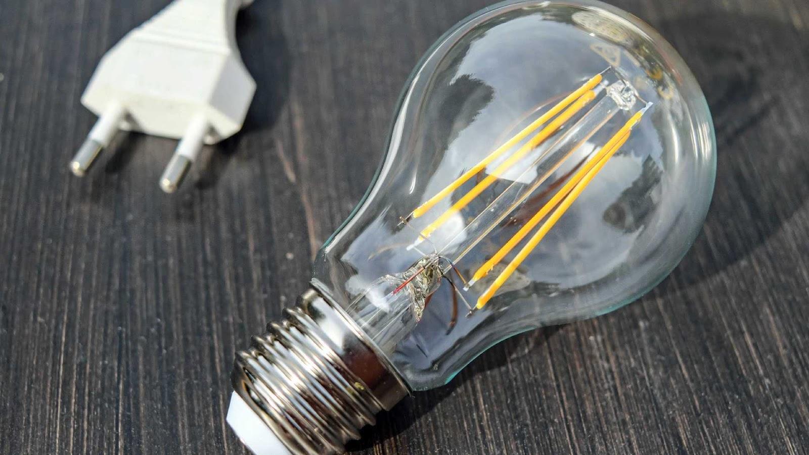 Conta de luz já subiu quatro vezes mais que a inflação neste ano