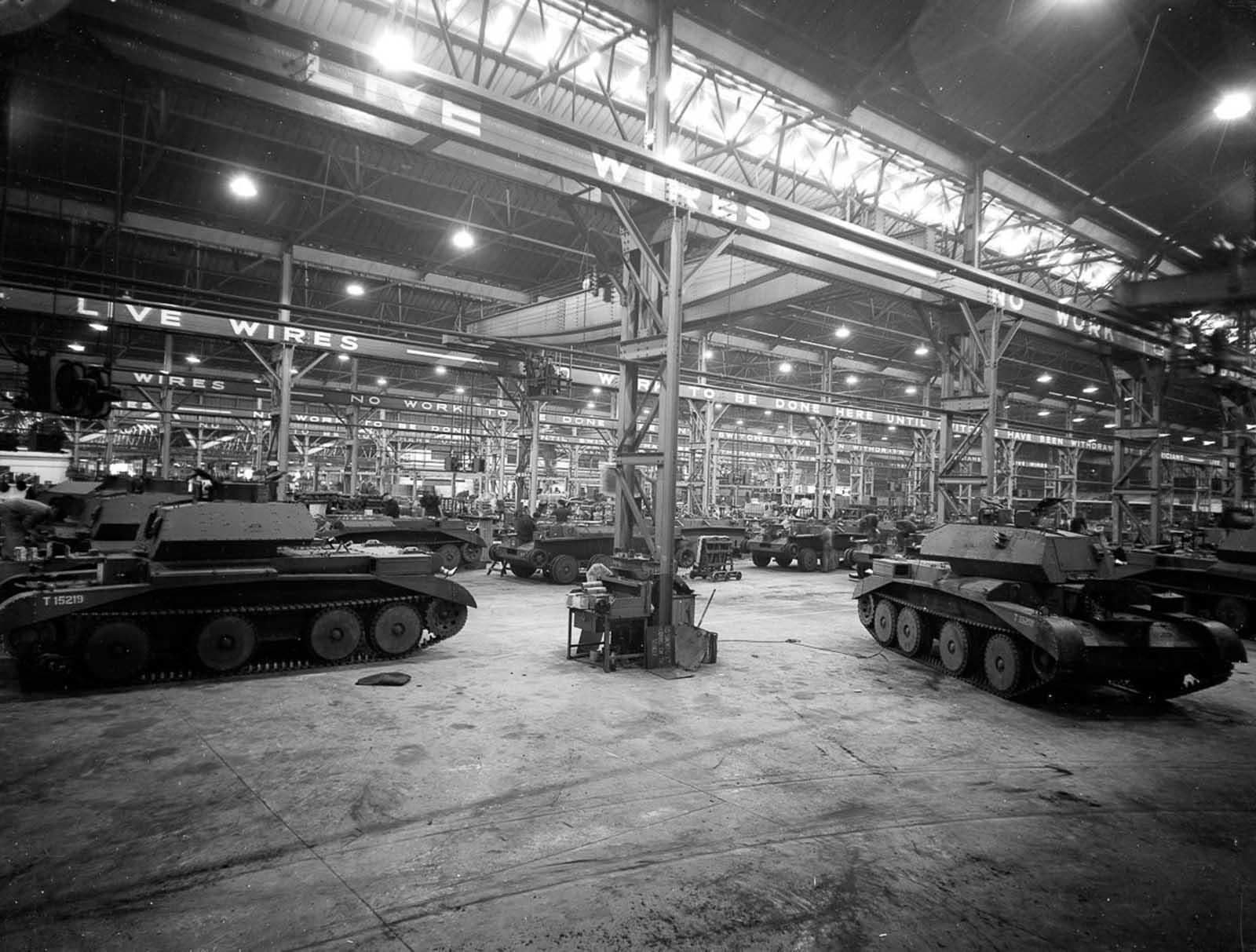 Una fábrica de tanques del Ministerio de Abastecimiento en Gran Bretaña. 1940.