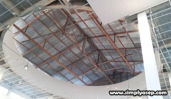 KUBAH : Inilah bagian dalam dome (Kubah) Masjid yang masih dalam proses pengumpulan dana/biayanya yang diperkirakan menelan 220 juta rupiah. Foto Asep Haryono