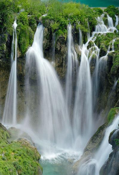 Plitvice Lakes National Park: Amazing World: The Amazing Plitvice Lakes National Park