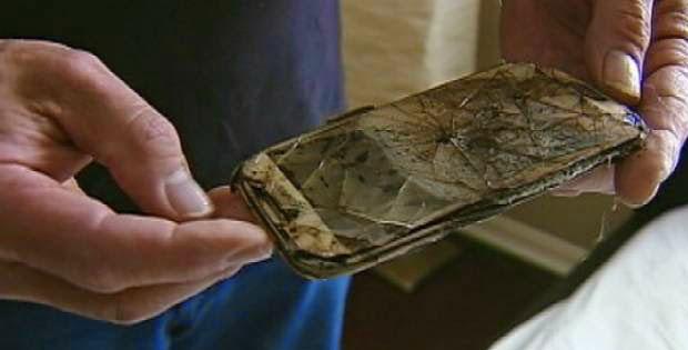 Celular queimou debaixo de travesseiro de garota de 13 anos.