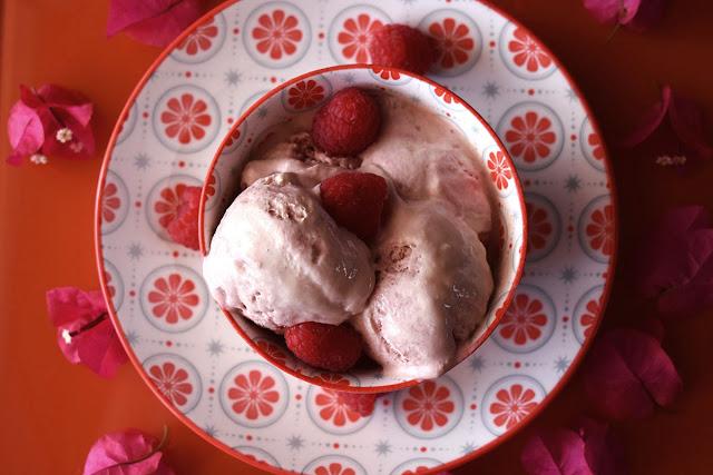helado-de-cheesecake-con-frambuesas