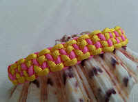 http://auratreasury.blogspot.ca/2015/11/diy-how-to-make-paracord-bracelet.html