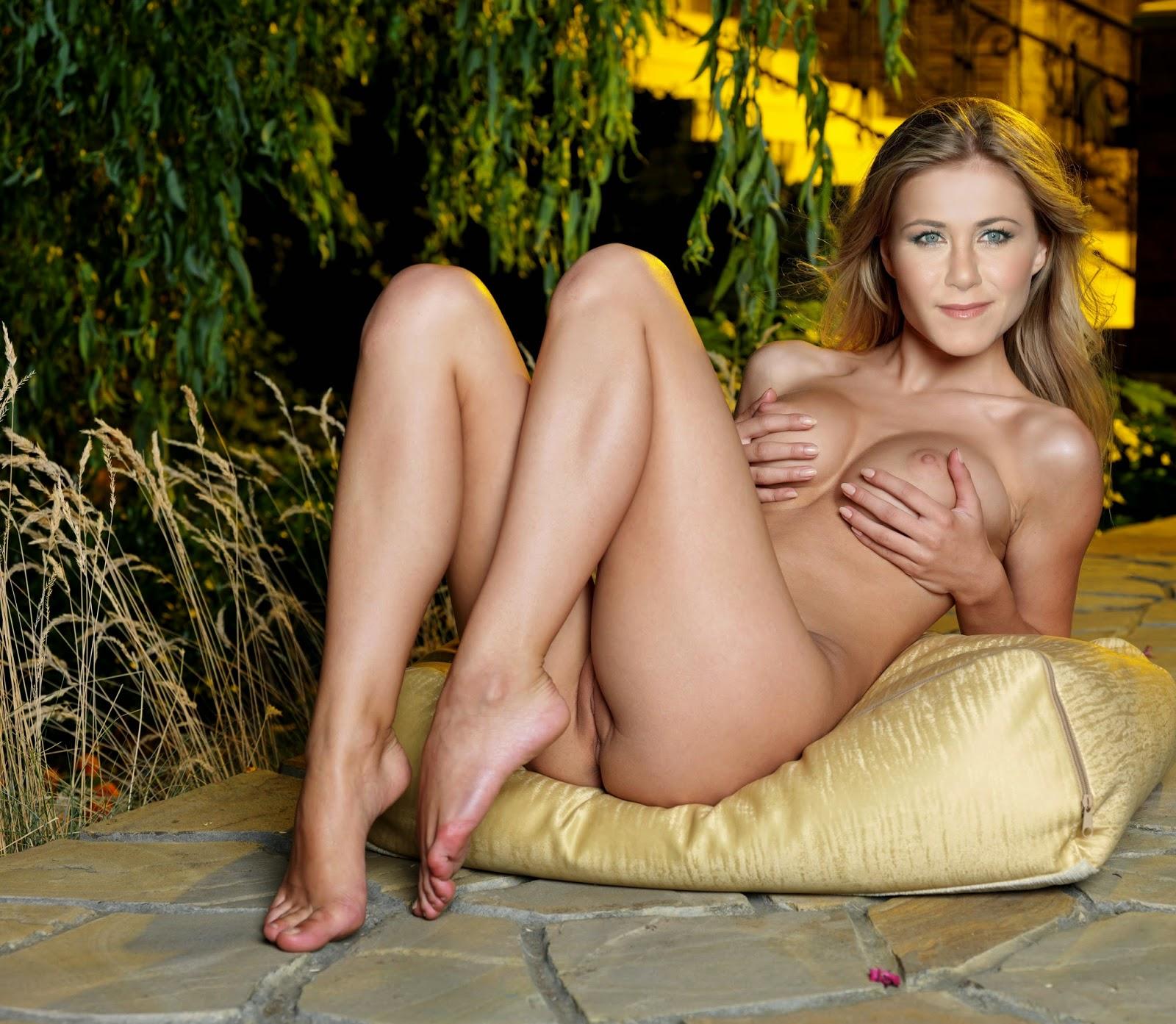 Celebrity naked jennifer aniston