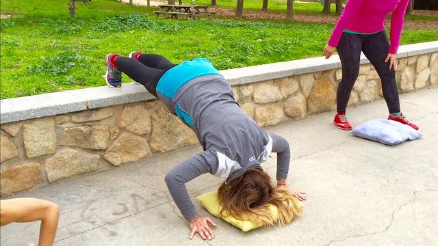Marta Tristan realizando un ejercicio de empuje de brazos