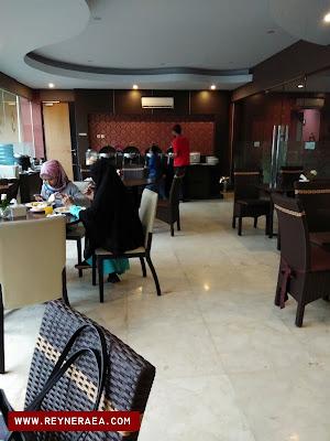 breakfast di restoran hotel sapadia cirebon