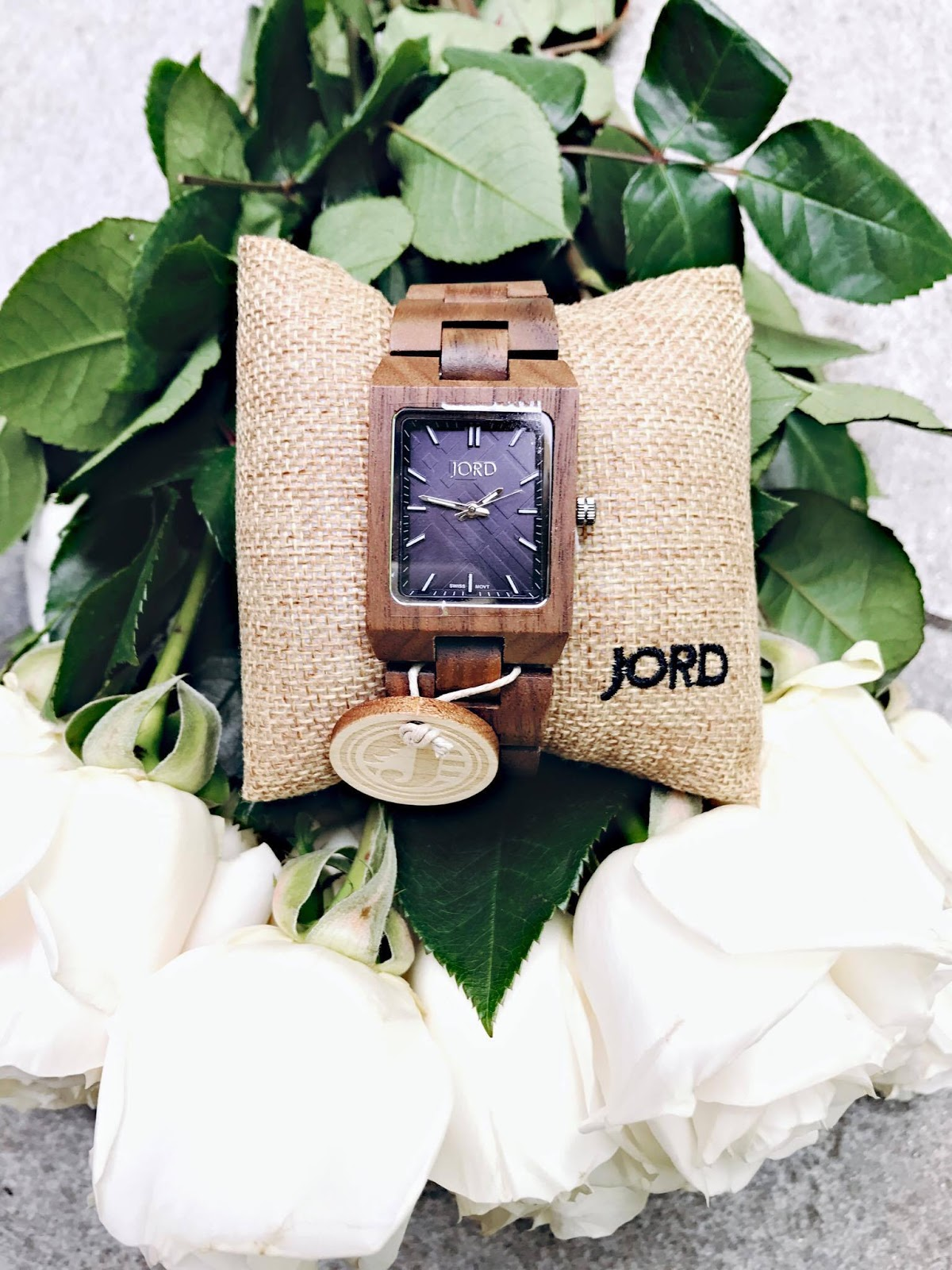 http://www.jordwatches.com/series/reece/walnut-and-navy/#martalarissa