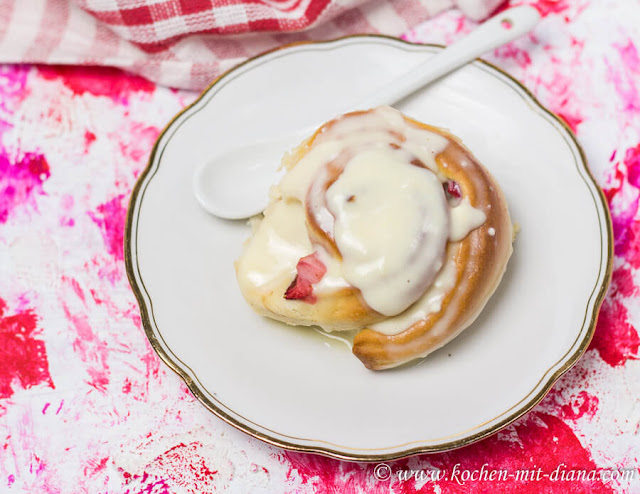 Strawberry buns with cream cheese frosting