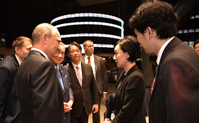 Vladimir Putin and Yoko Fujimoto, the daughter of Yoshiro Mori.