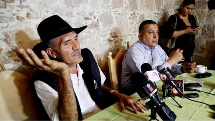 Buscan libertad de 200 autodefensas detenidos por permisos falsos otorgados por Gobierno Federal.