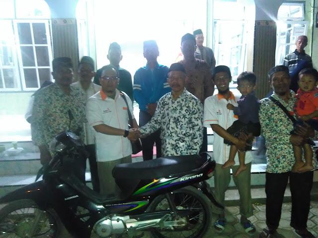 Penyerahan sebuah sepeda motor Honda Kirana dari PCM Tempurejo