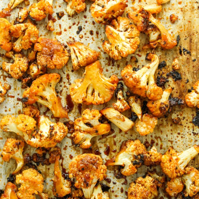 Sweet and Spicy Baked Cauliflower #vegetarian #snacks