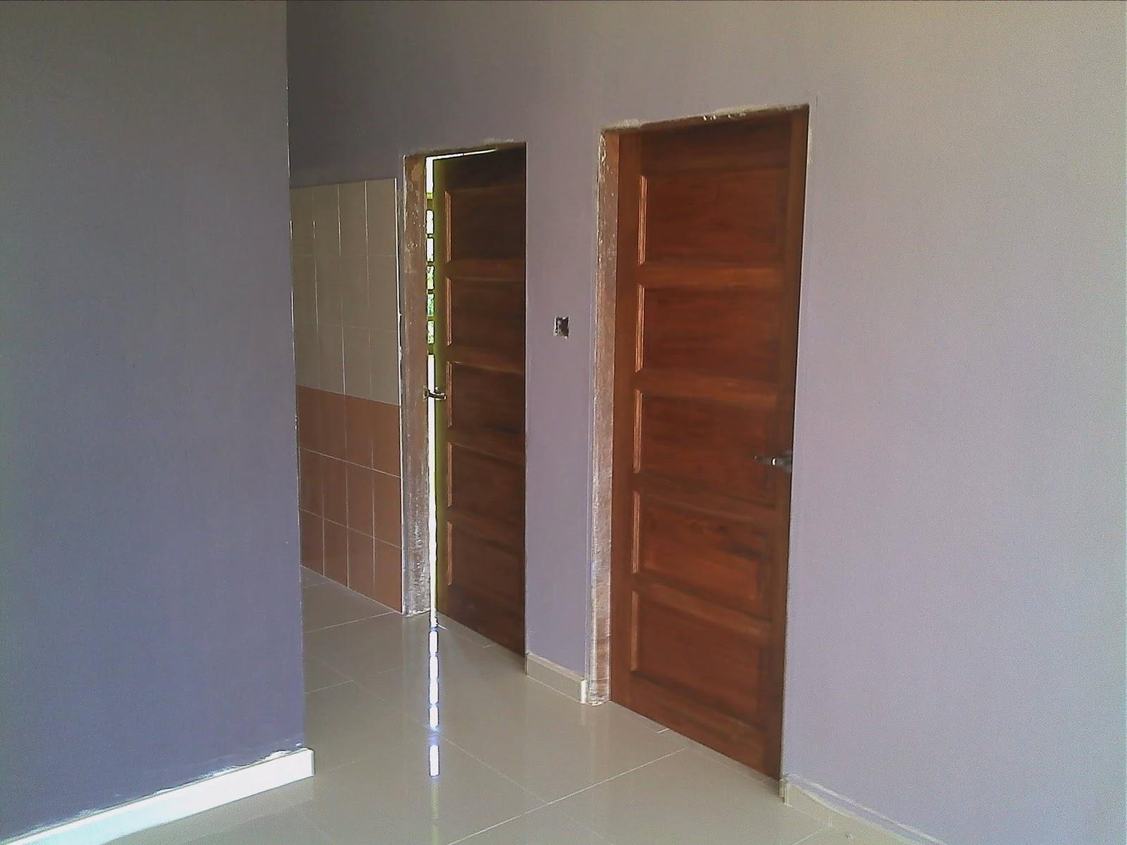 Pintu Jenis Kayu Nyatuh Untuk Bilik 4 Dan 5 Juga Telah Siap Dipasang