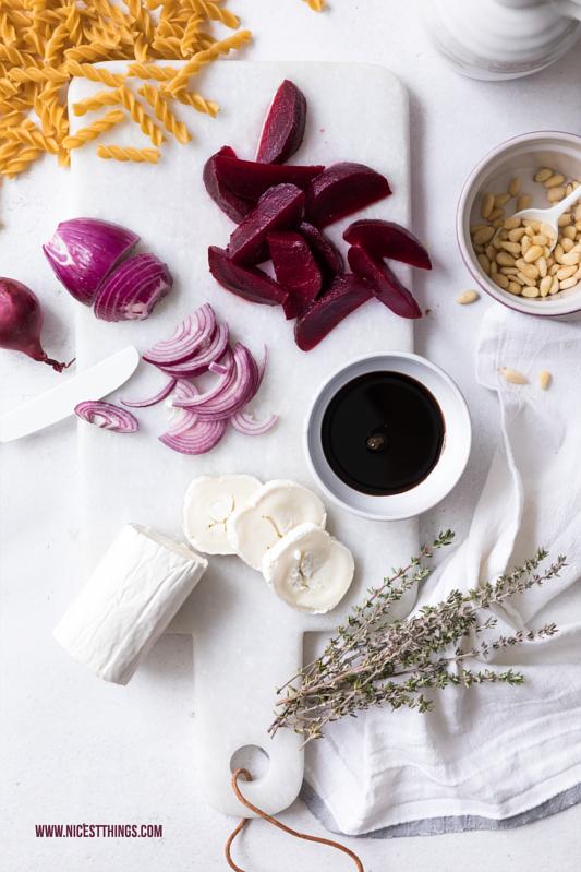 Zutaten für glutenfreie Pasta mit Balsamico Zwiebeln, roter Bete, Ziegenkäse