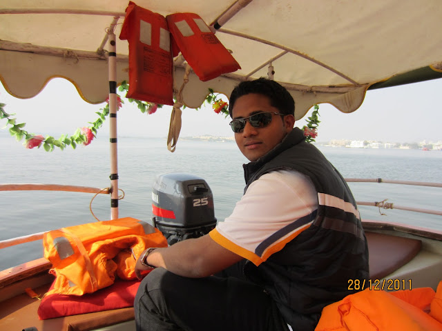 boating in pichhola