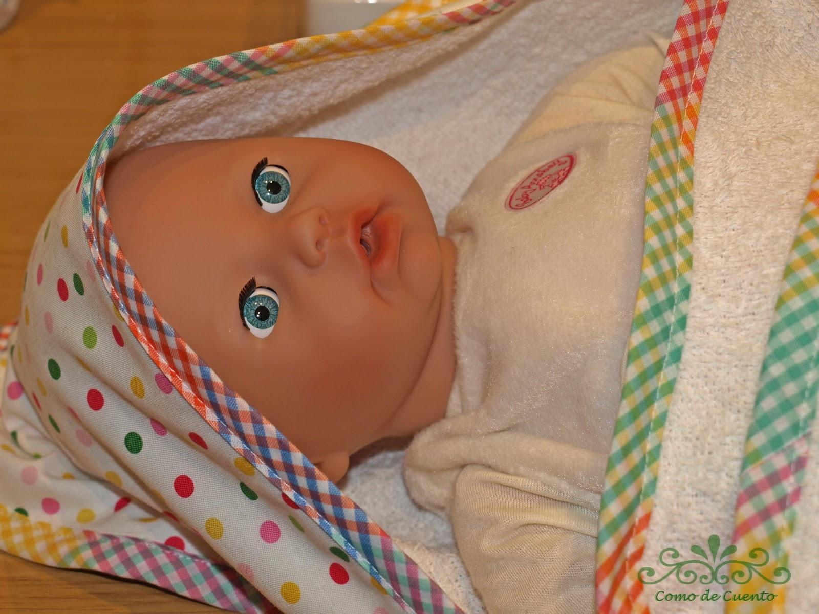Como de Cuento: Capa de baño para Bebés y Babero a juego
