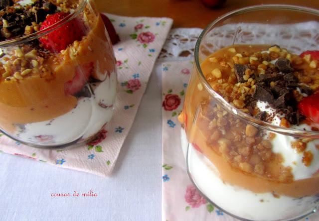 Vasitos de yogur con crema de frutas