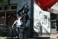 Malarstwo ścienne w barze, aranżacja ścian w barze poprzez malowanie obrazu na ścianie, malarstwo monochromatyczne, Warszawa