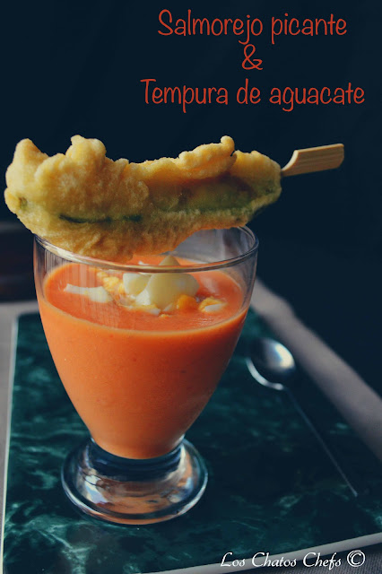 Salmorejo picante con tempura de aguacate