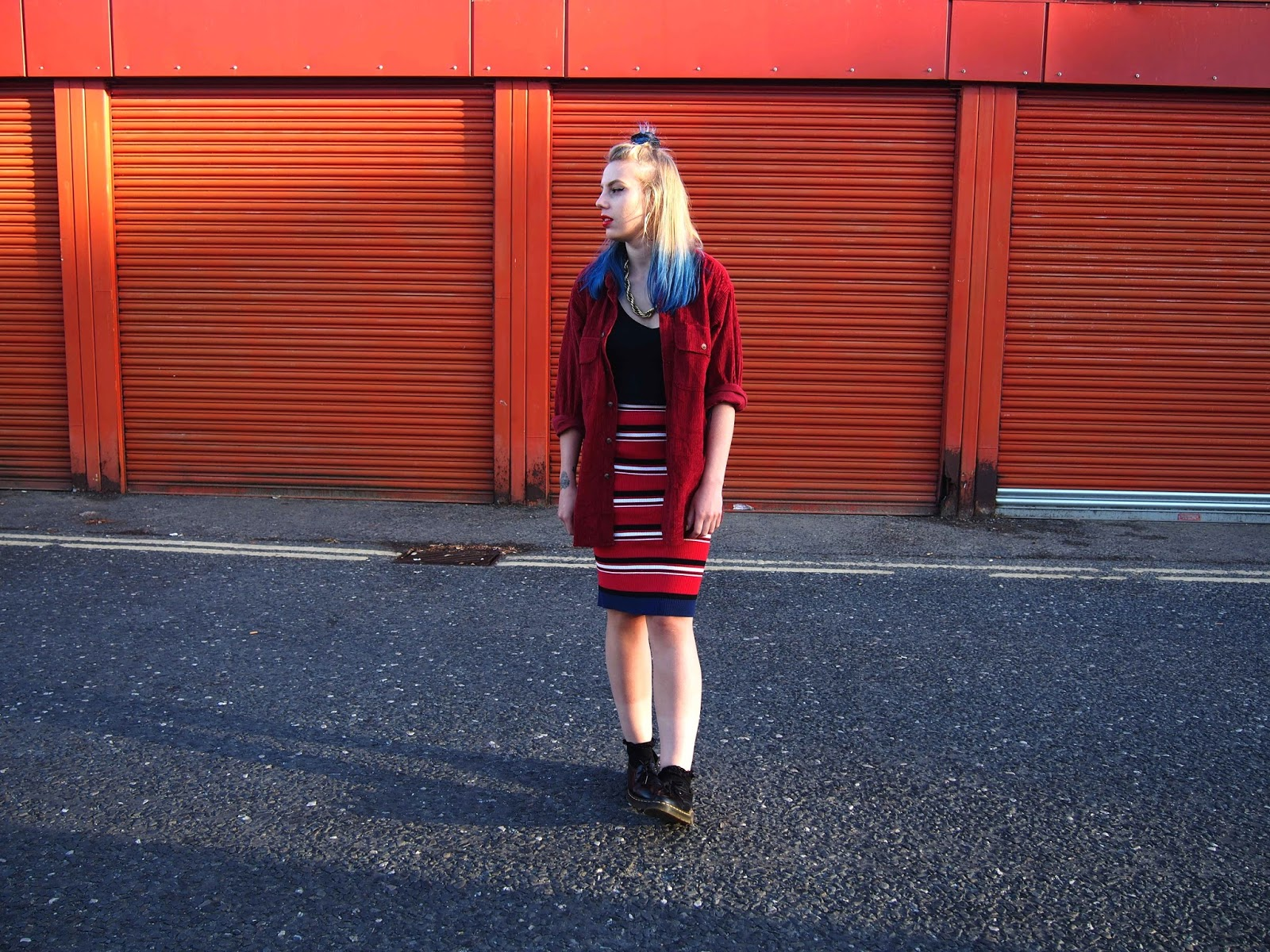 autumn outfit ootd, red on red unique grunge 90's alternative inspired outfit, midi striped skirt, vintage corduroy oversized shirt, gold vintage rope necklace, street style, street fashion 1