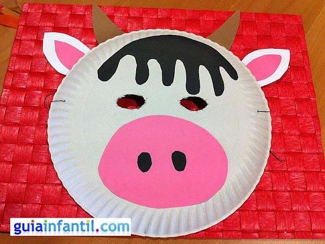mascara de vaca hecha con un plato