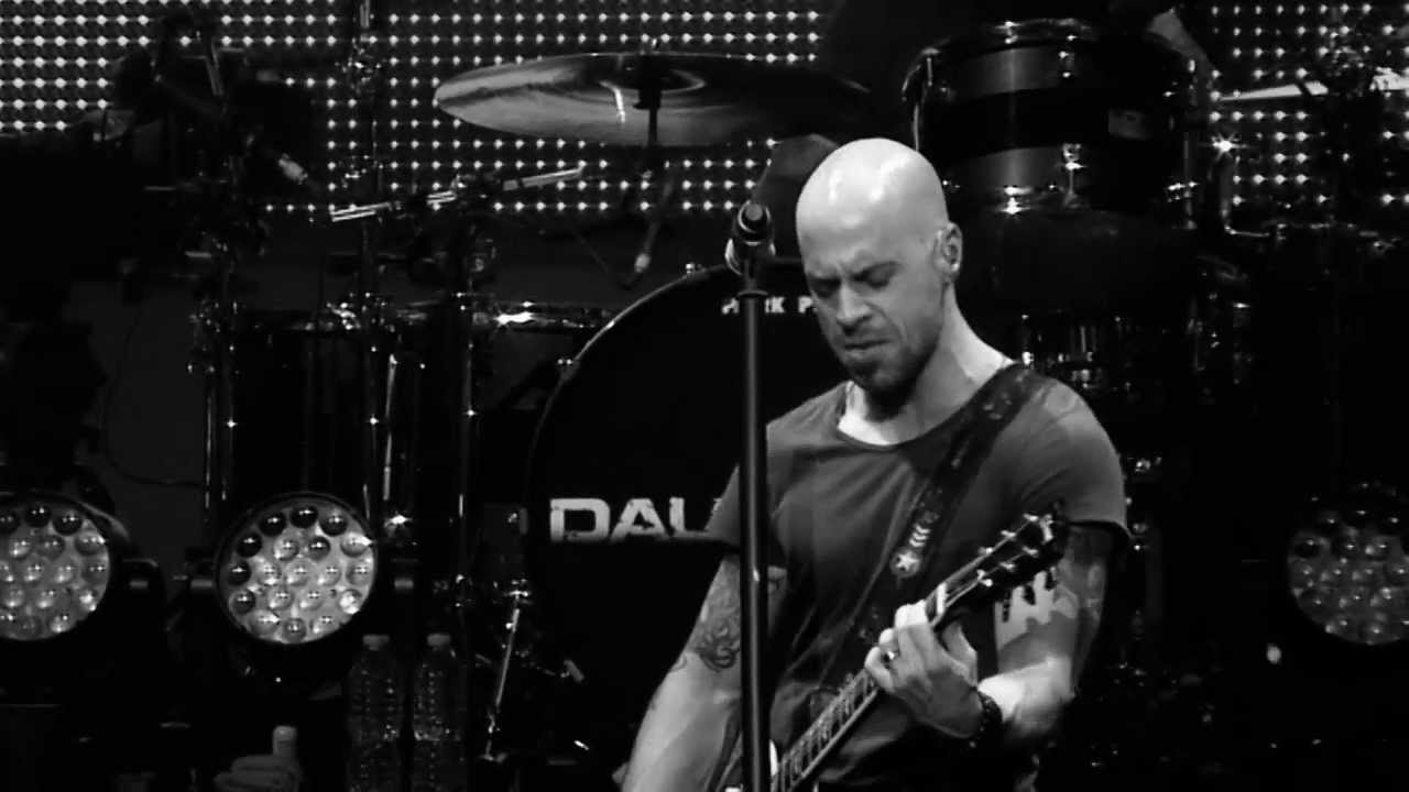 """Chris Daughtry Plays A Cover Of """"In The Air Tonight"""" That Is Just Too Good For Words!"""