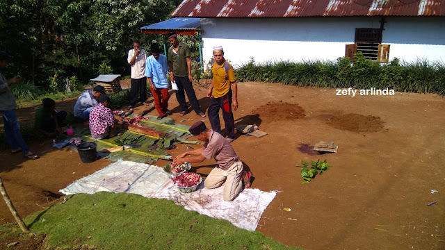 pemotongan daging kurban di Desa Sosokan Taba
