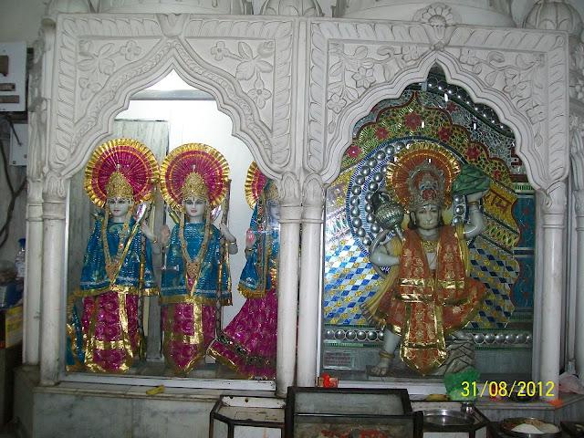 श्री राम परिवार और हनुमान जी