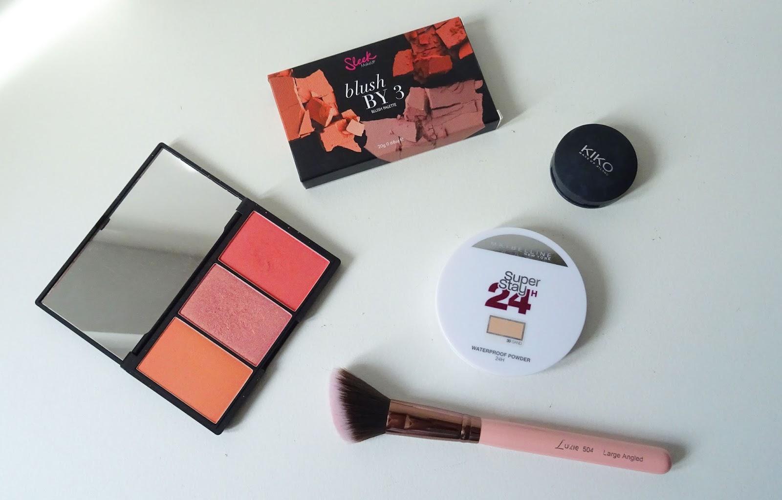 Tuto maquillage Rose gold et bordeaux Monday Shadow Challenge produits teint