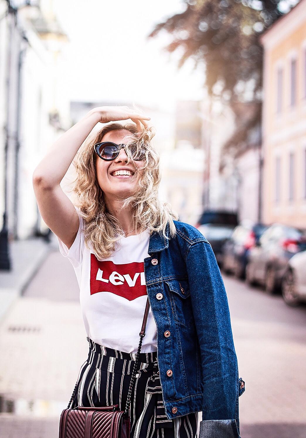 https://1.bp.blogspot.com/-kn9lYk_qUpY/WVk1_wYAFfI/AAAAAAAASm4/oMk3piEQaN4qxd5kE0uh8v7dDOSdOWBcgCLcBGAs/s1600/Rita_maslova_Levis_shirt_denim_jacket_zara_stryped_culottes_marsala_heels_russian_fashion_blogger_streetstyle_17.jpg